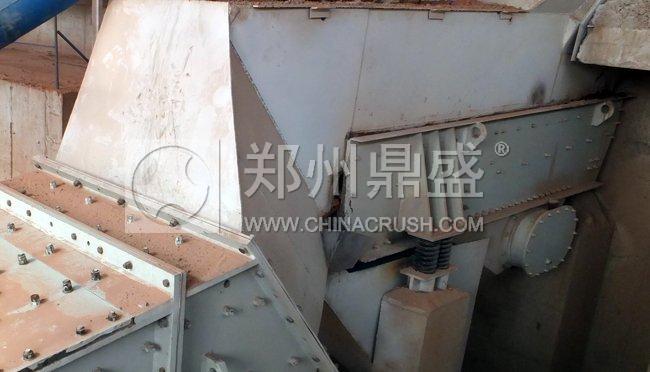建筑垃圾处理生产线中的振动筛分给料机