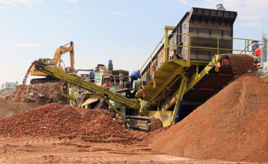 平顶山时产250吨履带式移动破碎筛分设备
