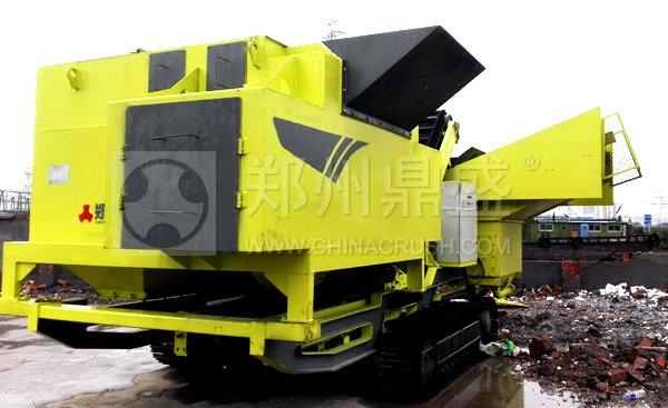 履带式轻物质联合分选车在上海建筑垃圾处理项目现场使用